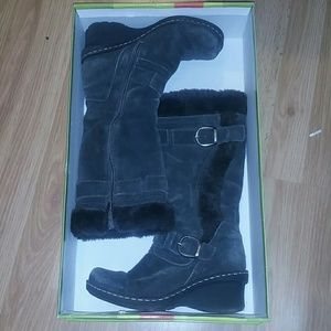 Dark grey suede baretraps boots 7.5 M